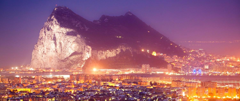Blick auf den Felsen von Gibraltar und den Ort La Linda de la Concepción